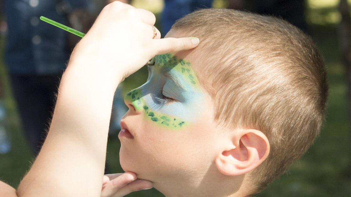 Face art painting